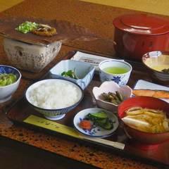 ≪朝食付≫朝から郷土の味!朴葉味噌と山菜料理をどうぞ(¥5,400〜)【現金特価】