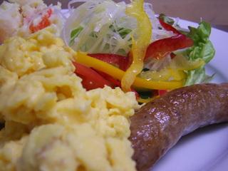 【朝食付きプラン】朝食は1階イタリアンレストランでゆったりと…焼きたてパンとコーヒーをどうぞ♪