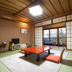 伝統ある老舗旅館で寛ぐ(和室8〜10畳)