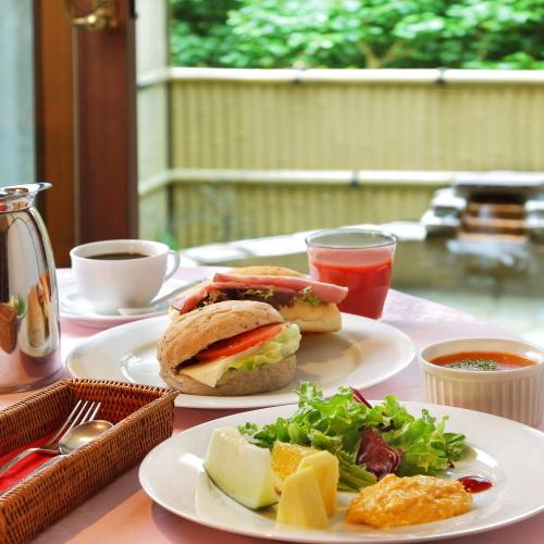 Атами - Izukogen Onsen English Style Hotel Kaedean
