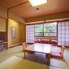 ■杜を眺める和室(バストイレ付10畳)杜側 【禁煙】