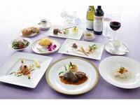 【催行決定】ソムリエによるワイン講座★ソムリエ厳選のテーブルワインを楽しもう♪プチオードブル&2食付