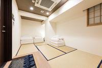 プレミアム3名様用個室(共用シャワー、トイレ)