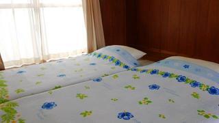 【無料】添い寝無料プラン【選べる特典付】沖縄観光、お好きな時間にセルフ朝食付き和室。現金特価!