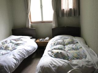 コンパクトプラン:6畳サイズのエアコン、ウオシュレット付洋室