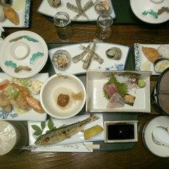 【二食付】季節の地元食材を使ったビジネス定食で満腹!お食事は旅館兼六園で