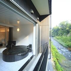 【朝食付】日本百名湯鉛温泉の源泉かけ流しの【露天風呂付客室】から豊沢川を一望 5つの特典付