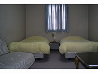 ソファでゆったり。スタンダード洋室1・禁煙・無料WIFI