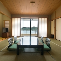 【海側】和室12.5畳(バス付き)
