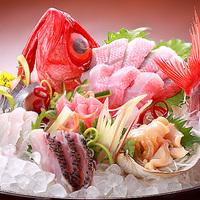 【ベーシックプラン】獲れたての豪華新鮮魚介の刺盛りと鮑の踊り焼き付き!
