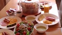 ♪パンとベーコンエッグ(又はハム)の朝食付きプラン☆