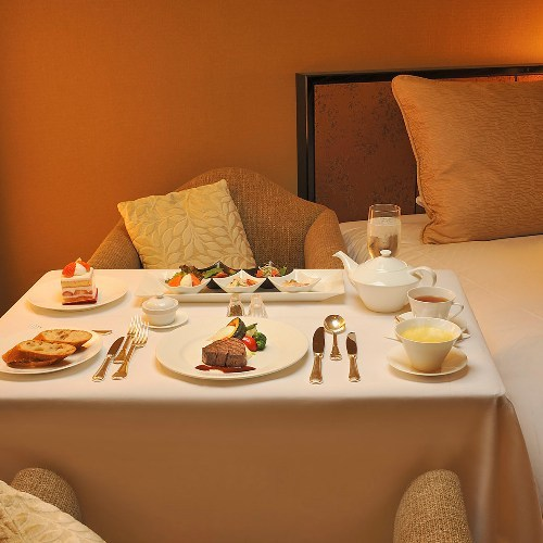 好評!ホテル自慢の夕食・朝食付き『ルームサービス』