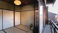 【築90年の町家*日暮荘】おひとりさまもゆったりと、大きな窓付き4.5畳