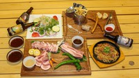 【2食付】丹後王国「食のみやこ」内レストランでご夕食!京丹波高原豚BBQ 3,000円コース