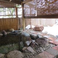 【素泊り|布団】木の温もり感じるログコテージSTAY♪源泉掛け流し温泉も堪能!