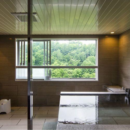 【エグゼクティブルーム/76㎡】源泉かけ流しの湯を独り占め。展望風呂付客室