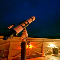 屋上の展望室で天体観測が出来る。カップルでロマンチックに!お子様とご一緒に!