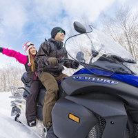 500ccの大型スノーモービルで広大な雪原を疾走!遊びのリゾート北湯沢 WinterSeason