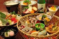 """【特選""""松コース""""】料理長厳選。四季薫る旬の食材三昧。手づくりの創作料理をご賞味下さい。"""