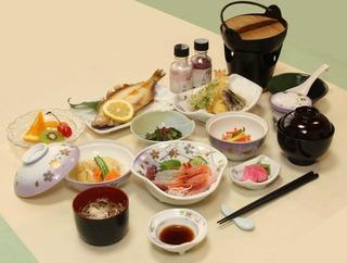 【一泊二食付き】地元の旬の味を存分に楽しめる!菖蒲コース