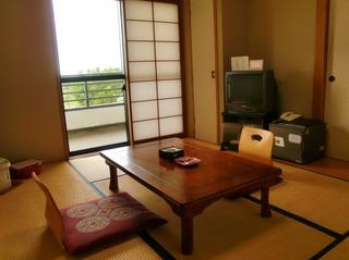 和室(瓢湖が目の前!)