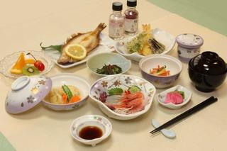 【一泊二食付き】【お料理8品】地元の味を食す!桜コース