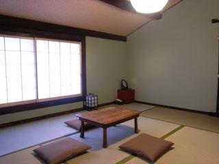 2階 和個室(3名様まで・エアコン、鍵付き)
