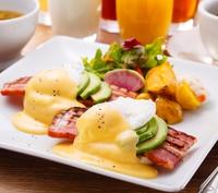 【朝食付き】12時までのんびりステイ。ナチュラルな空間でお好きなメニューをチョイス♪