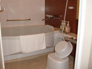 ゆったりバスルーム★洗面、トイレ、バスがセパレート★浴槽で足を伸ばしても大丈夫!
