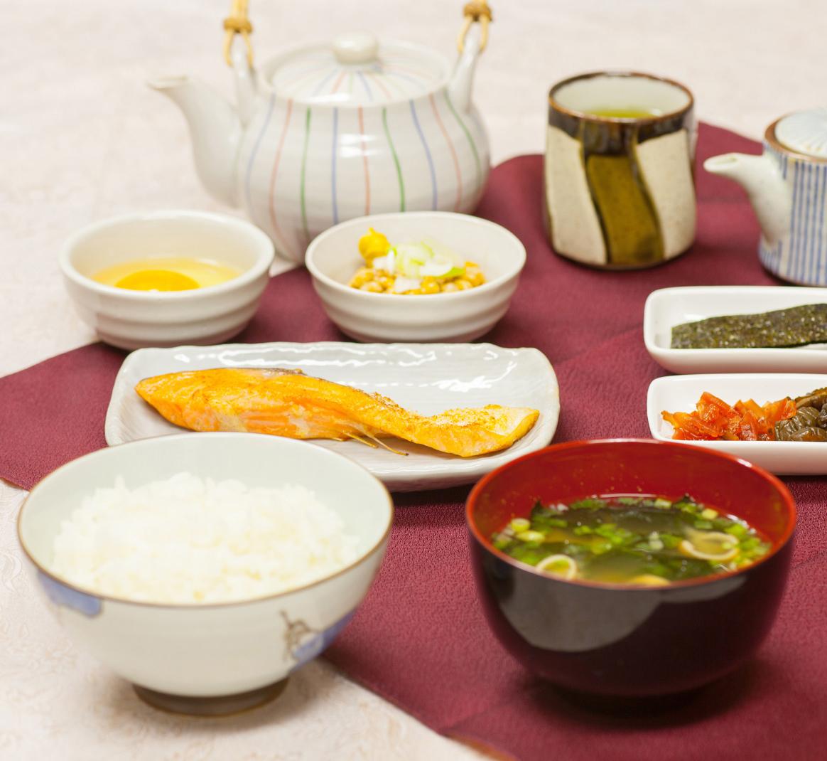 広々ルーム【朝食付きプラン】早い出発でもしっかり朝ごはん!