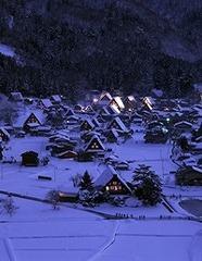 【冬得】世界遺産白川郷と五箇山合掌造り集落の雪景色&幻想的なライトアップ♪地酒純米吟醸酒付プラン