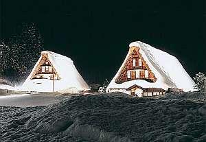 【冬得】雪景色の世界遺産合掌造り集落と幻想的なライトアップ♪地酒三笑楽純米吟醸酒付プラン