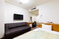 『喫 煙』 シングルルーム ★ ソファのある角部屋