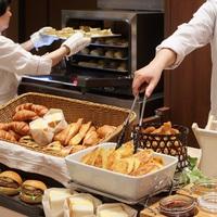 【お部屋タイプおまかせ】お得に函館温泉旅♪函館の味覚から定番料理まで味わえる朝食付