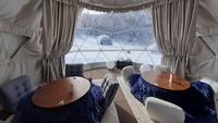 ≪夕朝食付≫夕食は幻想的な雪景色を見ながら「かまくら」で食べるダイニングセットで温まろう♪