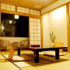 和室10畳(バストイレ付)