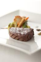 メイン料理は那須高原産牛ステーキで