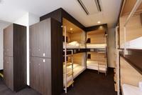 女性専用 8名用ドミトリーのベッド1台 専用バスルーム