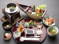 【コスパ】お手軽海鮮料理〜カニ・舟盛〜リーズナブルに温泉旅行 夕朝食付