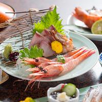 【朝食無し夕食はケータリング】三国港で水揚げされた甘えびのとろりとした食感を堪能|甘えび会席料理