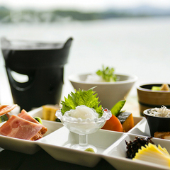 【◆*こだわりの朝食*◆】萩一輪オリジナル「見蘭牛カレー」や「ふぐ雑炊」を盛込んだ朝食が好評です♪
