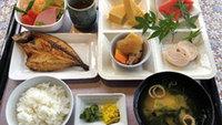 【朝食付】ボリュームたっぷりの日替わり朝食!ドリンクバー無料♪
