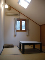 ロフトが人気、広い部屋大人4名様から素泊まり。