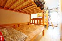 ドミトリールーム 男女共用 ベッド計4台のうちのベッド1台