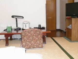 和室6畳(バス・シャワートイレ付)☆インターネット接続無料☆