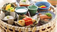【朝食付】料理長が厳選した食材をご用意!メインの里山かご盛+和食で美味から一日のスタートを