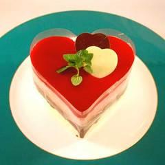 【記念日プラン 2食付】 グラススパークリングワインとハート型ケーキでお祝い
