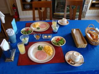 最も人気のスタンダードプランはステーキとローストビーフ タンシチュ-付きの牛肉三昧コース料理が好評!
