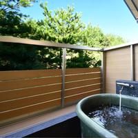 【本館・露天風呂付き客室】ロフトと露天風呂〜約25平米