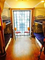 男女共同ドミトリー8ベッドの2台